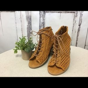 Musse & Cloud Suede Aiden Shoes Size 8